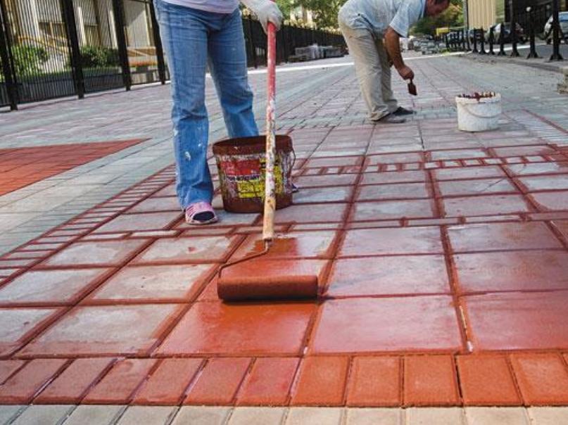Чем покрасить тротуарную плитку?